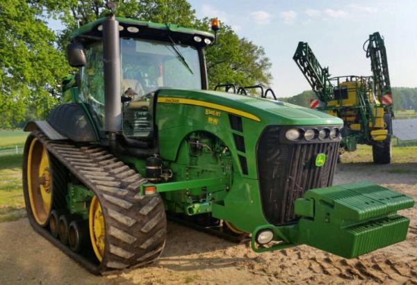 Предприятие Украина обновило техпарк гусеничными тракторами John Deere