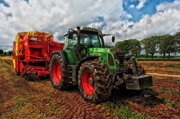 Украинские аграрии жалуются на дефицит техники для работы