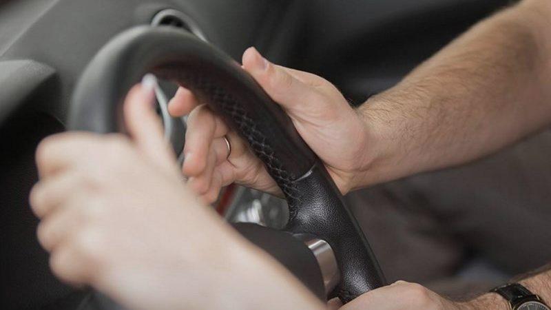 Ученые выявили идеальное положение рук на руле