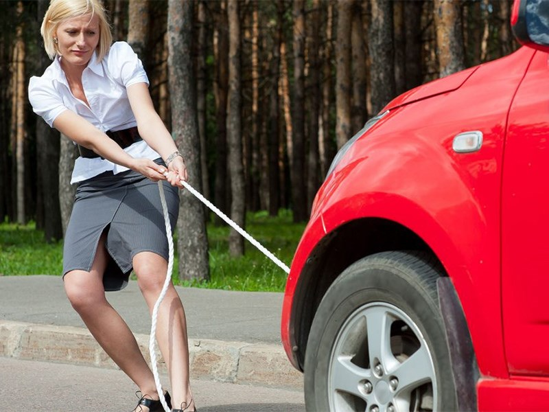 Как буксировать автомобиль на гибкой сцепке?