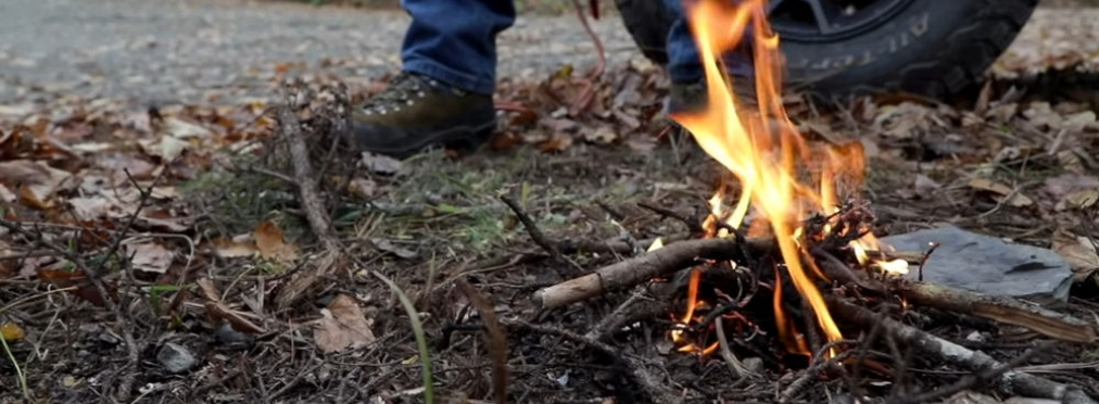 Как разжечь огонь с помощью автомобиля