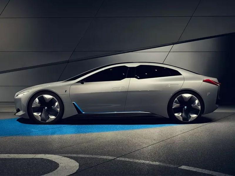 BMW хочет унизить Porsche Taycan