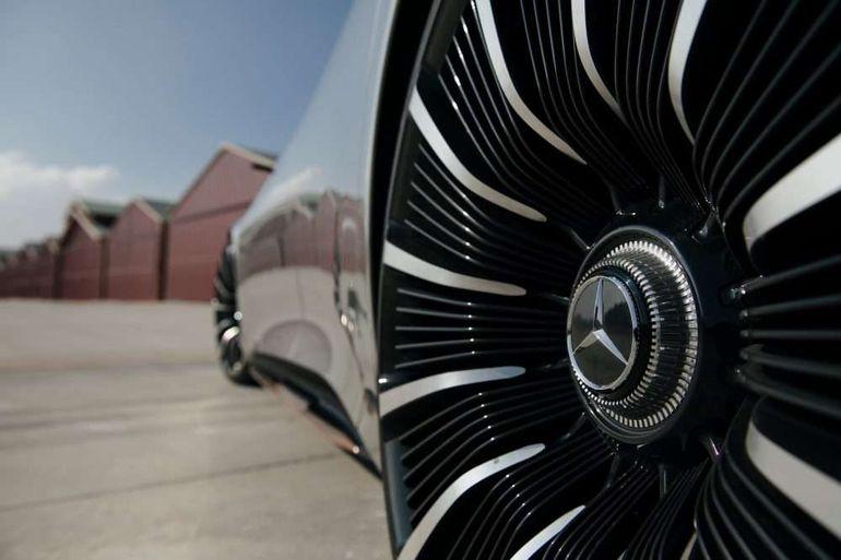 Mercedes пощекочет нервы не только Tesla: характеристики нового EQS