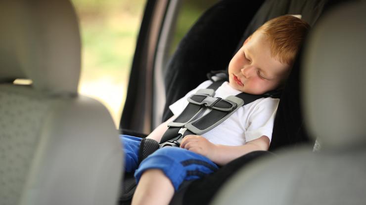 Детское кресло в автомобиль