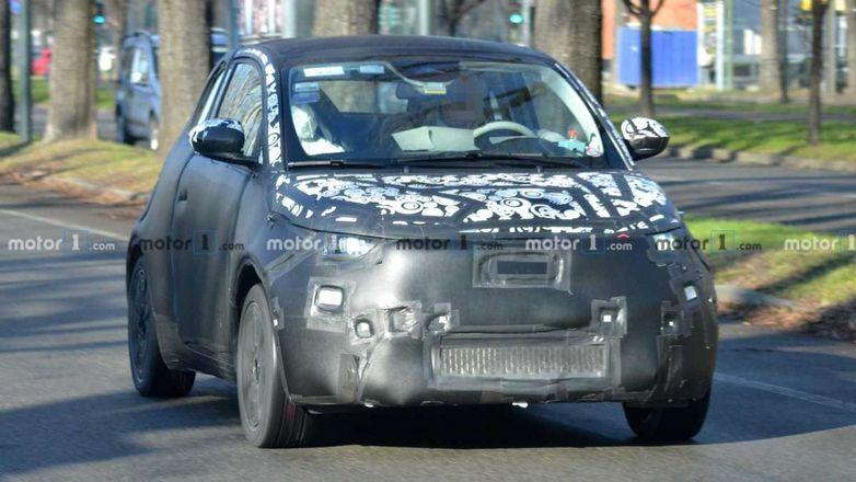 Электрический Fiat 500 впервые замечен в серийном кузове