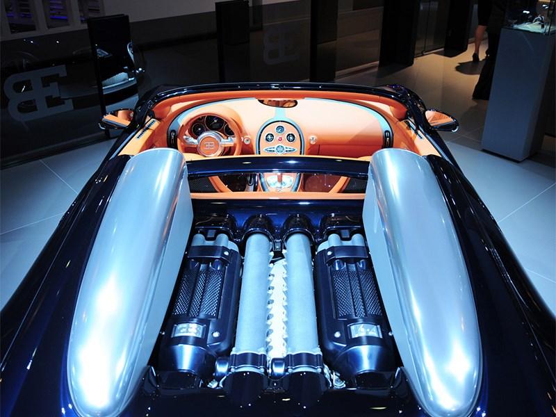 В Bugatti не собираются отказываться от мощных моторов