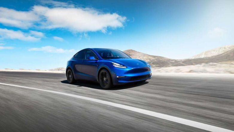 Новейший электромобиль Tesla появится на дорогах раньше времени
