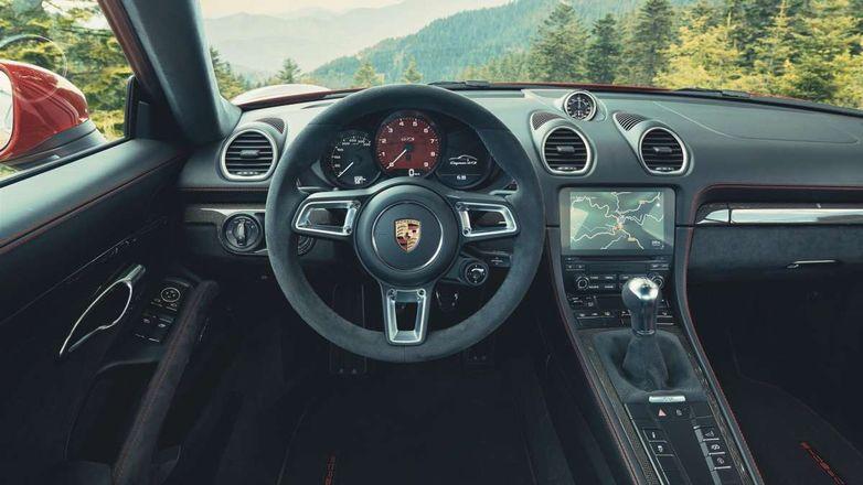В моторном отсеке Porsche Cayman и Boxster поселился страшный зверь
