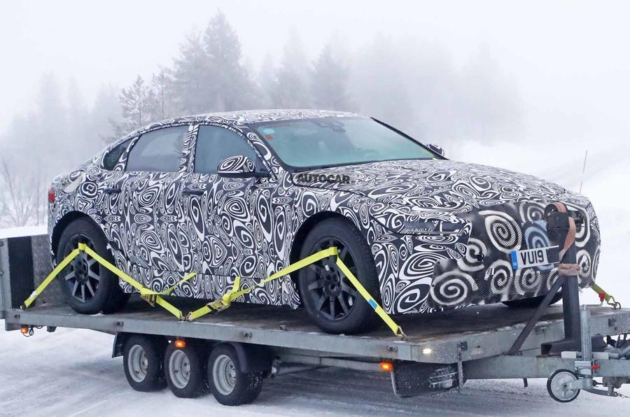 Новый электрический седан Jaguar XJ: первые фото