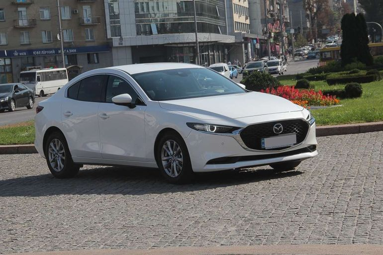 Тест Mazda 3 sedan: скучный или сдержанный?