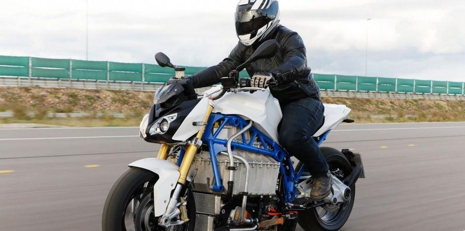 BMW представила дикий E-Power Roadster