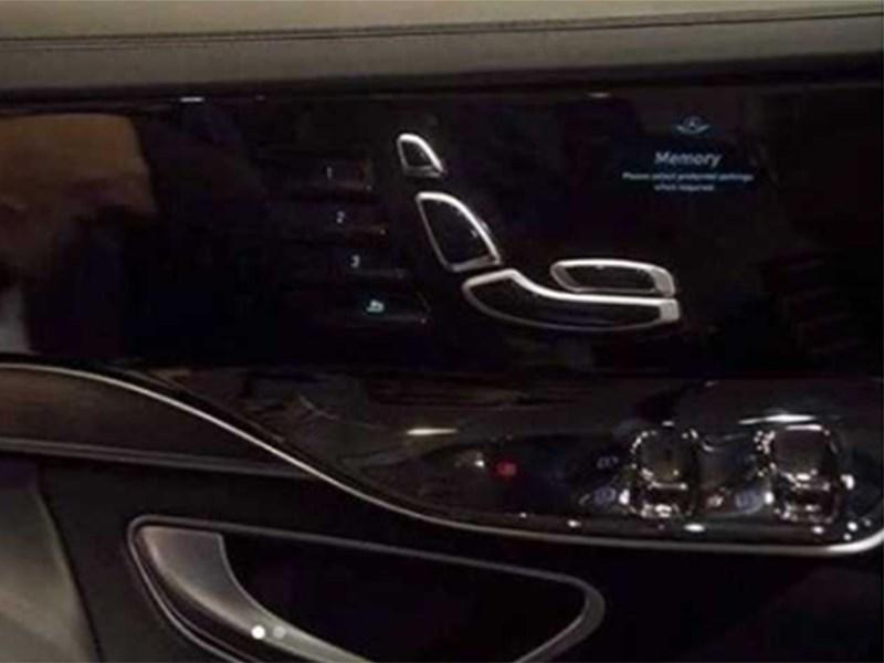 Новый S-Class получит мониторы в дверях