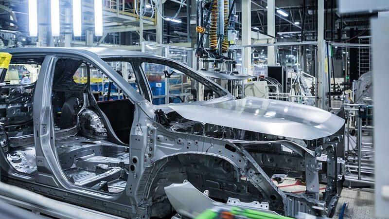 Toyota и Volvo остановили производство автомобилей