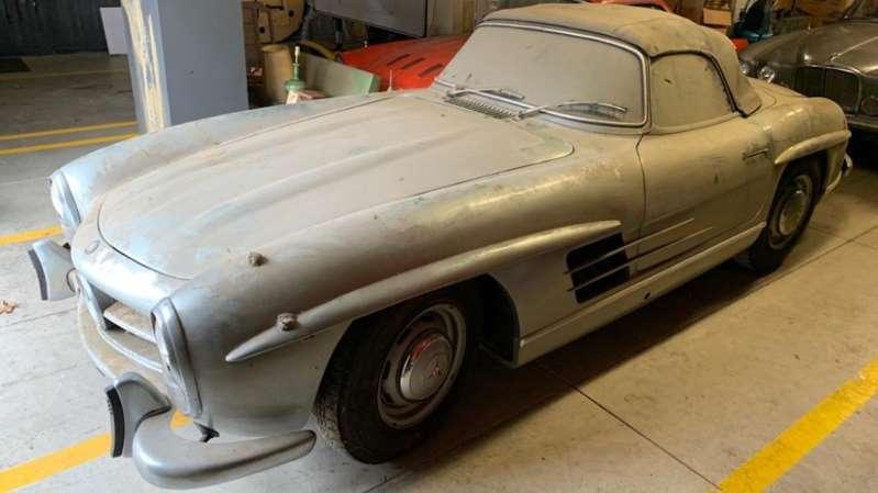 Родстер Mercedes-Benz 300 SL стоимостью $ 1млн был обнаружен после того, как владелец припарковал его 40 лет назад