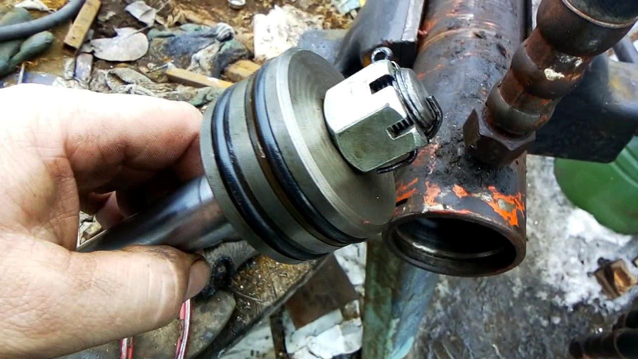 Как заменить гидравлический уплотнитель цилиндра?