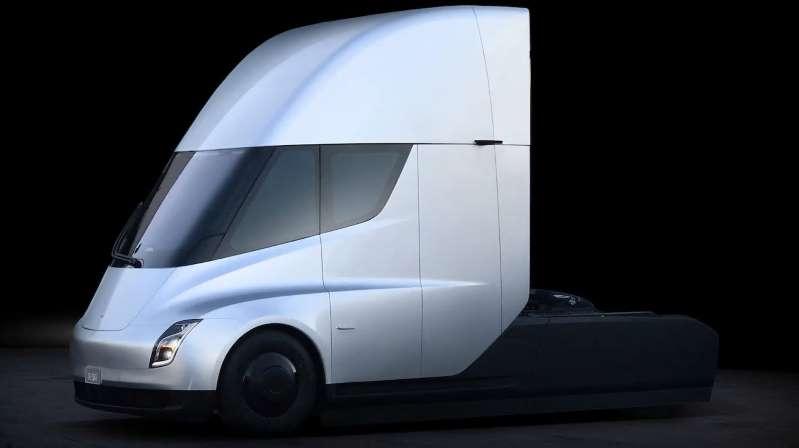 Электрический грузовик от Tesla затягивается