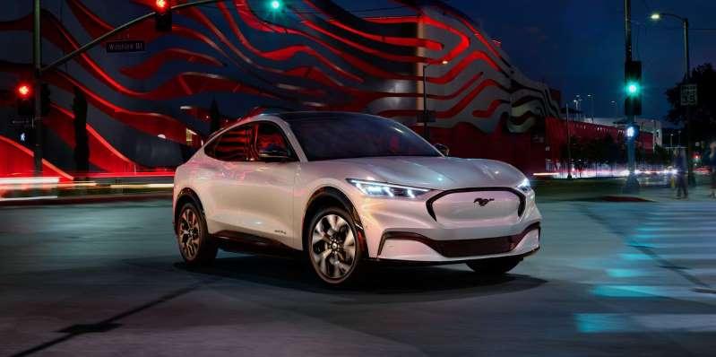2021 Ford Mustang Mach-E может заряжать почти вдвое быстрее, чем Tesla