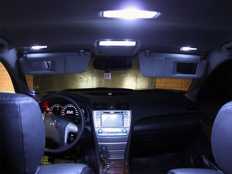 Вежливый свет в салоне автомобиля