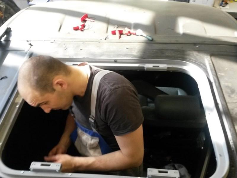 Ремонт и замена люка автомобиля
