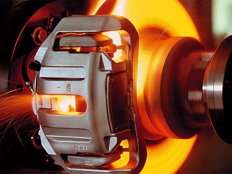 Перегрев тормозного диска – причина биения рулевого колеса