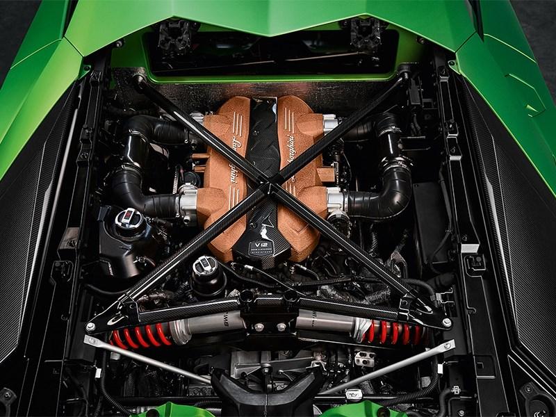 Lamborghini не убьет двигатель V12