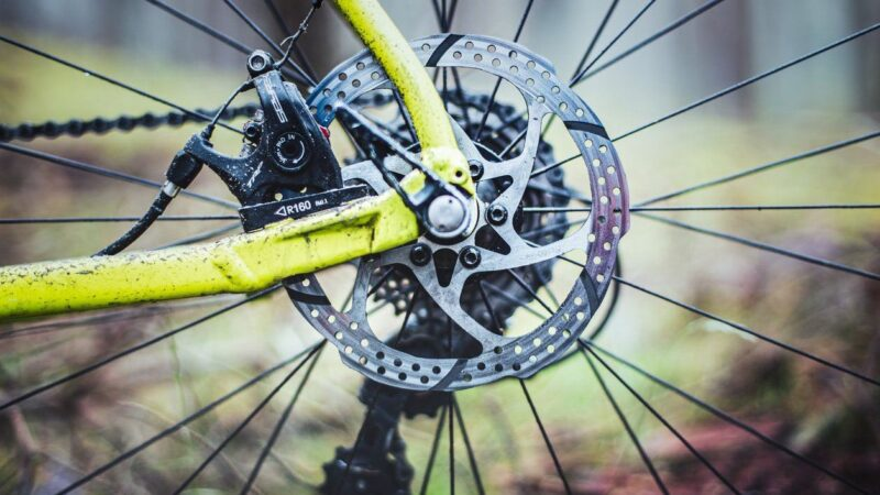 Когда и зачем нужно менять ротор дискового тормоза?